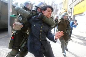 معترضان به تغییر نظام آموزشی در شیلی
