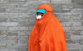 زنی مسلمان در مسجد نیوجی در پکن چین