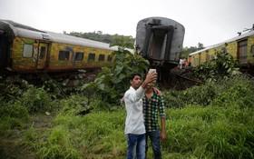 صحنه یک تصادف قطار در هند