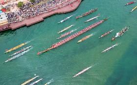 قایق اژدهای میااو در حاشیه یک اجلاس بین المللی جهانگردی در چین که طولانی ترین قایق در نوع خود است