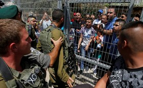 درگیری جوانان فلسطینی با سربازان اشغالگر در هبرون