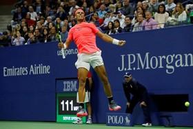 رافائل نادال اسپانیایی پس از پیروزی بر لوناردو مایر از آرژانتین در بازی های تنیس اوپن آمریکا