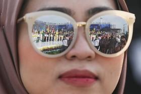 مراسم سالگرد استقلال مالزی در شیشه های عینک یک تماشاچی این مراسم در کوالا لامپور