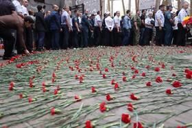 مراسم یادبود کشته شدگان در حادثه گروگانگیری دانش آموزان باسلان روسیه