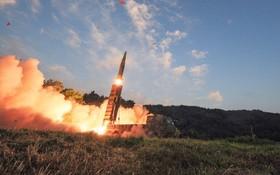 عکس از هایونمو دو موشک بالستیک جدید کره شمالی که وزارت دفاع این کشور منتشر کرده است