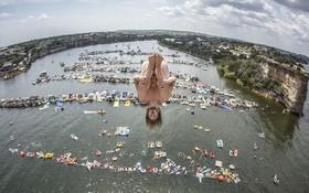مسابقات شرجه از روی سخره در سواحل تگزاس از ارتفاع 27 متری