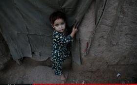 یک کودک آواره افغان در اسلام آباد پاکستان