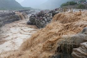 آبشار هاکو در مسیر رودخانه زرد در لینفن در چین