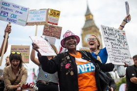 تظاهرات علیه افزایش مالیات یک درصدی حقوق در انگلیس