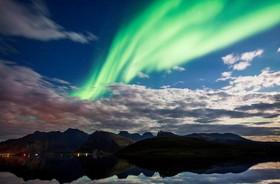 شفق های قطبی در جزایر لوفوتن در نروژ