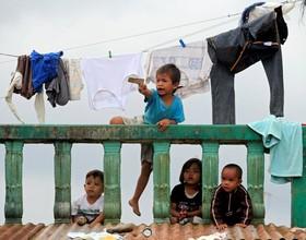 کودکان آواره و تخلیه شده از شهر مراوی در فلیپین که جنگ با حامیان داعش در آن ادامه دارد