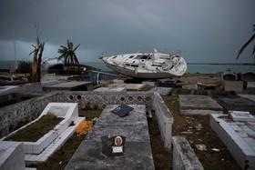 قایق در قبرستان در جزیره سنت مارتین در پی توفان ایرما