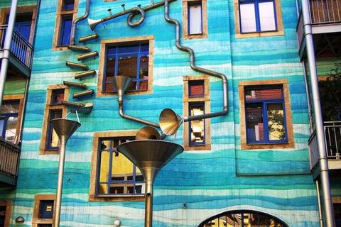 ساختمانی که در باران موسیقی مینوازد+تصاویر