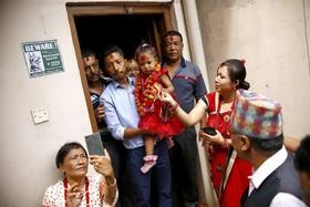 آرایش کودکی که نماد خدای هندوهاست در کاتماندو نپال