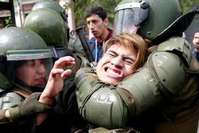 درگیری پلیس و دانشجویان معترض به نظام آموزشی در شیلی