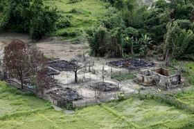 روستای سابق ساکنان روهینگیا در مانگداو در میانمار که با آتش سوزانده شده و از بین رفته است