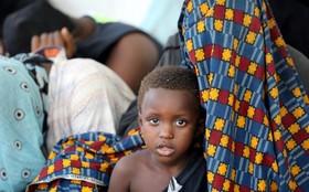 کودک مهاجر نجاد داده شده از دریای مدیترانه در سواحل لیبی