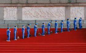 پاکسازی و آماده سازی بنای قهرمانان خلق در پکن چین