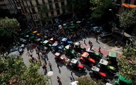حرکت تراکتورها در بارسلونا در حمایت از رفراندوم استقلال در این منطقه
