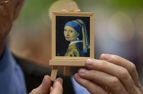 نمایشگاه از آثار هنری بسیار کوچک در بیرمنگام انگلیس