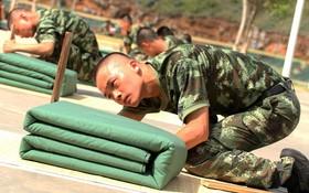 سربازان چینی در بخشی از آموزش های نظامی