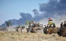 نیروهای عراقی در حال حرکت به شهر حویجه در عراق پس از بیرون رانده شدن داعش