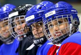 تیم هاکی روی یخ زنان کویت در حال تمرین