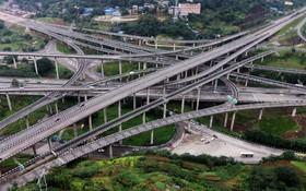 اتوبان هانگجوان در استان نانان در چین که گفته می شود پرانشعاب ترین  گذرگاه جاده ای در جهان است