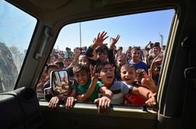 استقبال کودکان در کرکوک از ارتش عراق