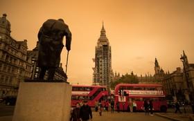 توفان خاک آلود در لندن که آسمان این شهر را قرمز کرد