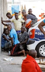 مهاجران غیرقانونی نجات یافته از دریا در جزایر قناری در اسپانیا