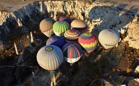 پرواز بالن های هوای گرم در منطقه تاریخی کاپادوکیا در ترکیه