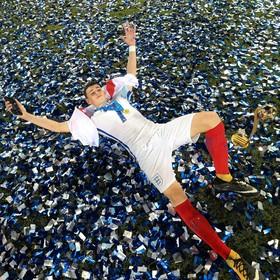 فلیپ فودن بازیکن تیم جوانان انگلیس پس قهرمانی تیمش در بازی های جهانی در اهند