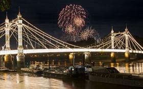 آتش بازی در لندن در کنار پل آلبرت