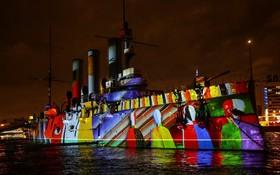 کشتی موسوم به آرورا در بندر سنت پترزبورگ در روسیه که نخستین شعله های انقلاب بلشویکی کمونیستی را در روسیه شعله ور کرد در یک نمایش نور و رنگ