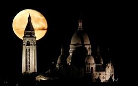 ماه کامل در پاریس فرانسه
