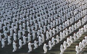 یک هزار نفر از اهالی ژائوتونگ در چین در یک ورزش همگانی