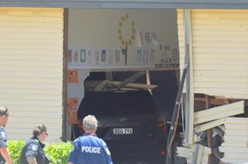 حادثه تصادف و ورود یک خودرو در سیدنی استرالیا به درون ساختمان یک مدرسه