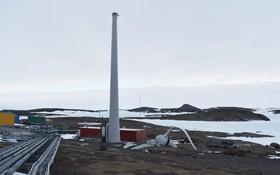 توربین بادی ایستگاه مطالعاتی هیات استرالیایی در قطب جنوب که ساخت آلمان بوده به دلیل شکسته شدن پروانه از کار افتاده و خوشبختانه کسی آسیب ندیده است