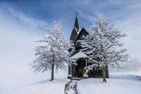کلیسایی در غرب اتریش در برف