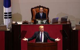 دونالد ترامپ رئیس جمهوری آمریکا در حال سخنرانی در مجلس کره جنوبی