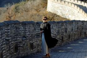 ملانیا ترامپ همسر رئیس جمهوری آمریکا درحال دیدن دیوار چین در سفر به این کشور