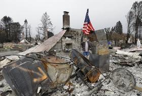 ویرانی های ناشی از آتش سوزی اخیر در ساناروزا در کالیفرنیای آمریکا