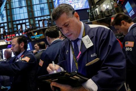 سهام والاستریت و دلار افت کردند