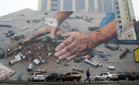 نقاشی دیواری از یک هنرمند نیویورکی در کیف اکراین