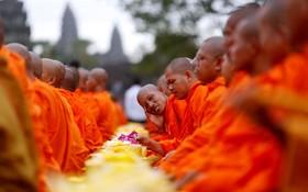 روحانیون بودایی در مراسمی در کامبوج