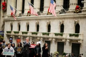 شرکت شهردار نیویورک در تظاهرات مردم علیه سیاست های مالیاتی جدید دولت آمریکا