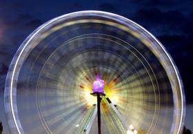 عکس یک چرخ و فلک در نیس فرانسه