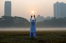 ورزش صبحگاهی در پارکی در کلکته در هند