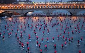 مسابقه قایق سواری روی رودخانه سن در پاریس